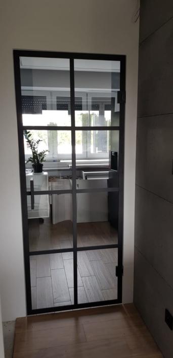 drzwi szklane przesuwne i otwierane